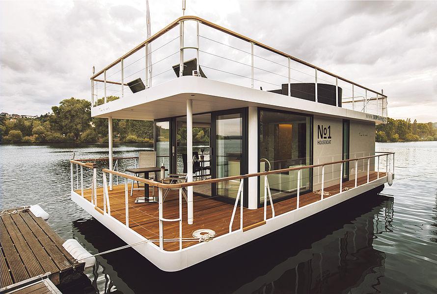 No1 houseboat no1 living 40 39 for Pontoon boat interior designs